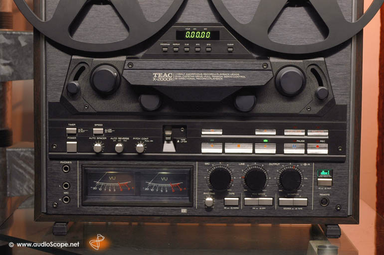 TEAC X-2000R, black, Woodcase for sale.